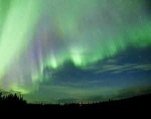 夜空に輝く、神秘的なオーロラ