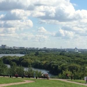 コロメンスコエの敷地からモスクワ川を望む