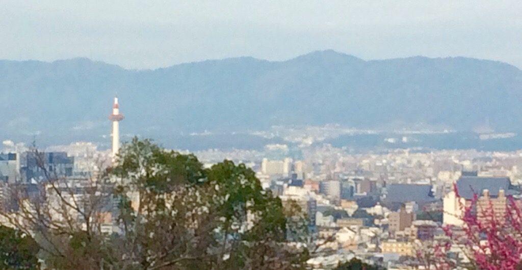 清水寺から京都駅方面を眺める