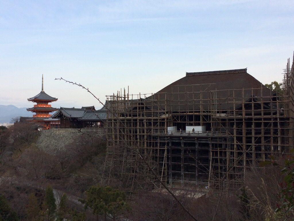 清水寺の舞台と三重塔