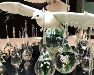 白い鳩、ベネチアングラス
