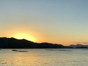 夜明けの瀬戸内海