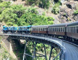 列車 人生は乗り換えの多い旅のようなもの