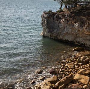 海岸の大きな岩場