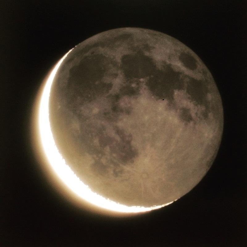 月 遠藤湖舟さん撮影